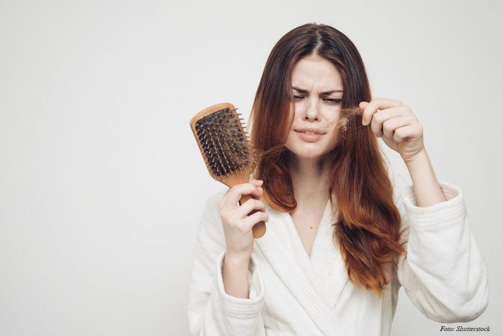 woman-loosing-hair